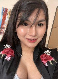 C U R V Y L I C I O U S - Transsexual escort in Manila Photo 9 of 15