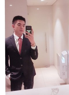 Daix Lee - Male escort in Hong Kong Photo 1 of 8
