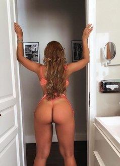 Daniela - escort in Madrid Photo 3 of 8
