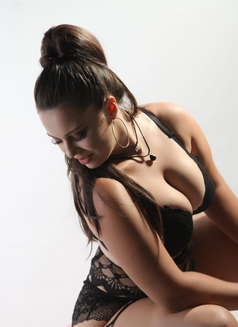 Daniela - escort in İstanbul Photo 3 of 6