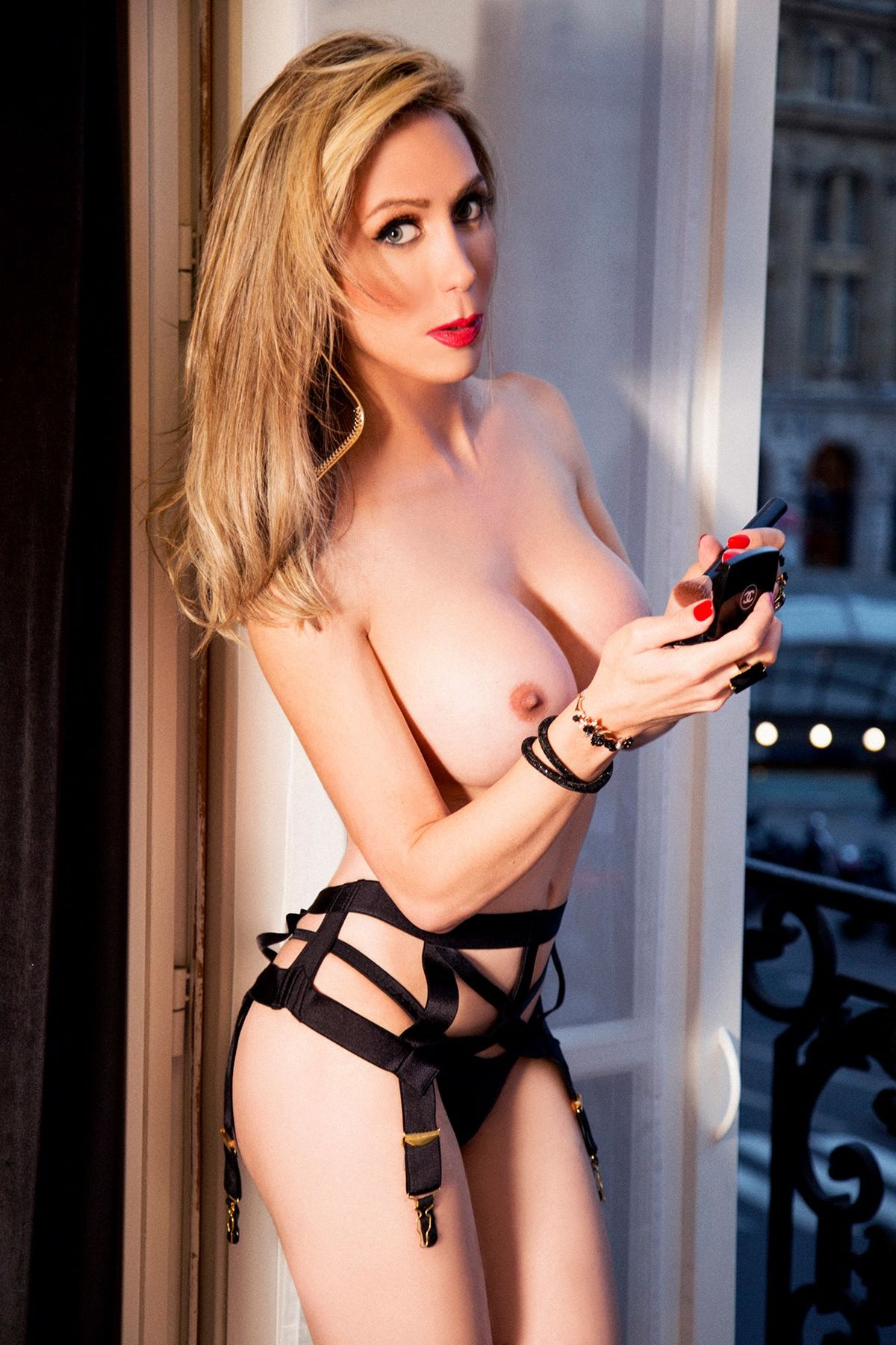 Lube excellent. shemale escorts in paris I'm tellin