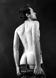 Dante Dionys - Male escort in Berlin Photo 3 of 8