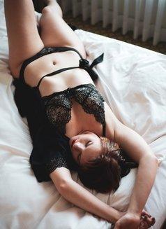 Daphne Delaney - escort in Hong Kong Photo 3 of 9