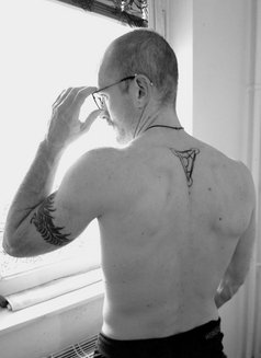 David - masseur in Berlin Photo 6 of 7