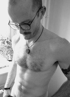 David - masseur in Berlin Photo 7 of 7