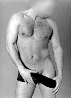 David - masseur in Madrid Photo 1 of 6