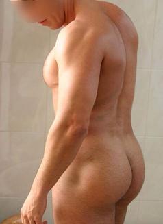 David - masseur in Madrid Photo 4 of 6