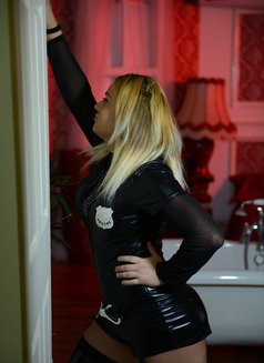 Denny Ts - Transsexual escort in London Photo 9 of 17
