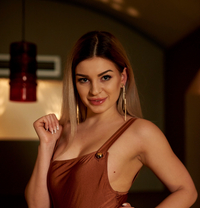 Diana International GFE - escort in Vienna Photo 15 of 18