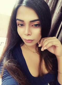 Divya19 - Transsexual escort in Mumbai Photo 13 of 16