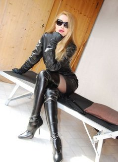 Dominatrix - Domina Sreni - dominatrix in Milan Photo 1 of 4