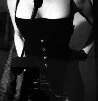 Domina Kat - dominatrix in Paris