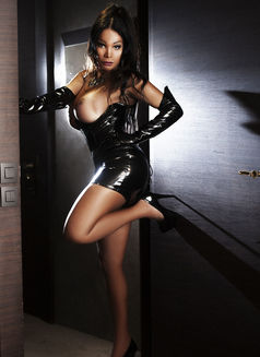 DOMINASANSTABOUSPARIS16EME Marcia - Transsexual dominatrix in Paris Photo 6 of 30