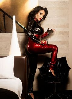 DOMINASANSTABOUSPARIS16EME Marcia - Transsexual dominatrix in Paris Photo 10 of 30