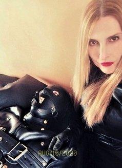 Dominatrix Milano Mistress. Domina Sreni - dominatrix in Milan Photo 2 of 6
