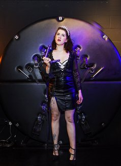 Dominatrix Queen Luna - dominatrix in London Photo 8 of 14