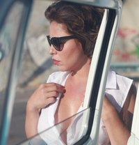 Donna - escort in Paris