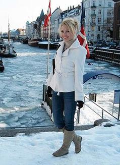 Drea - escort in Budapest Photo 1 of 2