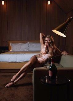 Elegant Ava Green till Nov 1st - escort in Dubai Photo 4 of 15