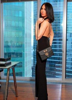 Elina Big Cock Cum 100% - Transsexual escort in Dubai Photo 10 of 12