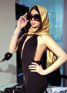 Elina Big Cock Cum 100% - Transsexual escort in Dubai Photo 12 of 12