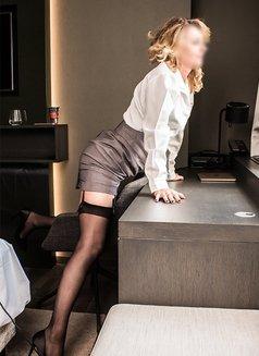 Elise - escort in Frankfurt Photo 4 of 6