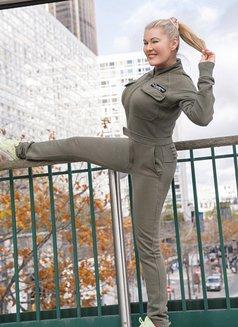 WEBCAM TOP SHOW - escort in Paris Photo 8 of 9