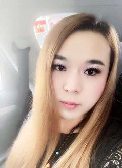Emma - escort in Shanghai Photo 2 of 5