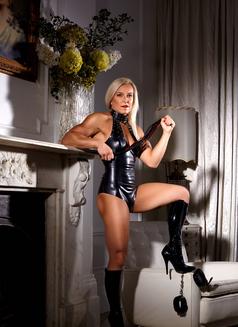 English Cassandra Party, Mistress, GFE - escort in London Photo 4 of 10