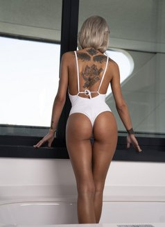Giulia - escort agency in Stuttgart Photo 1 of 3