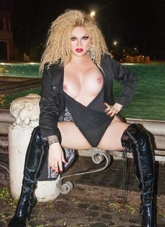 Escort shemale Bianca Heibiny XXL - Transsexual escort in Milan Photo 4 of 16