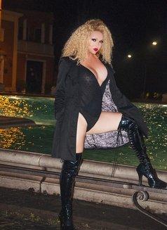 Escort shemale Bianca Heibiny XXL - Transsexual escort in Milan Photo 10 of 16