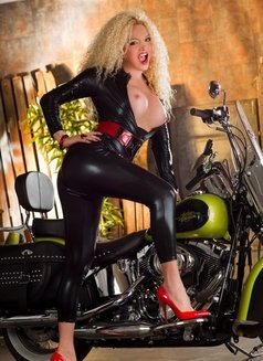 Escort shemale Bianca Heibiny XXL - Transsexual escort in Milan Photo 13 of 16