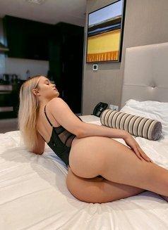 Eva - escort in Dubai Photo 4 of 6