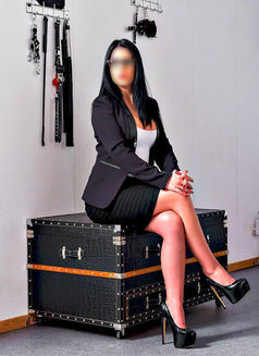 Female escorts services in connaught place - 4 1
