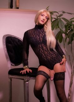 Last Day Kelly Real XXL ALL YOU CAN - Transsexual escort in London Photo 3 of 14
