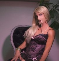 Kelly From Switzerland ALL YOU CAN - Transsexual escort in Al Manama