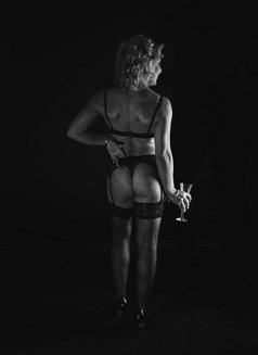 Felicity - escort in Birmingham Photo 6 of 6