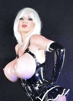 Fetishlady Marissa - dominatrix in Geneva Photo 9 of 18