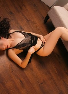 French Canadian Anais - Nov 19-24th - escort in Hong Kong Photo 3 of 5
