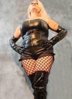 German Mistress Silke - dominatrix in London Photo 6 of 12
