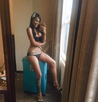 girl on fire just landed - escort in Macao
