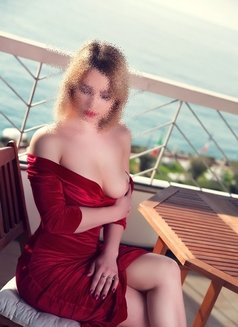Giulia - escort in Marseille Photo 1 of 8