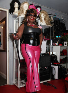 Goddess Dionne - dominatrix in Manchester Photo 4 of 18