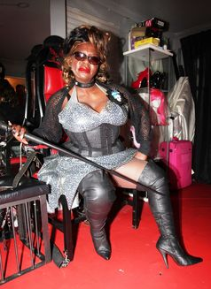 Goddess Dionne - dominatrix in Manchester Photo 5 of 18