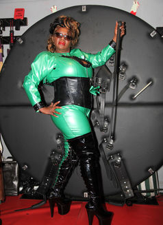 Goddess Dionne - dominatrix in Manchester Photo 7 of 18