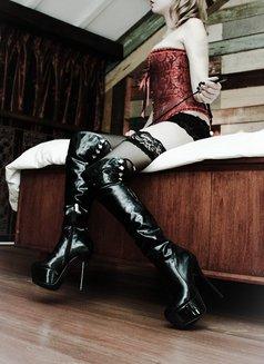 Goddess Xenia From Singapore - dominatrix in Barcelona Photo 3 of 10