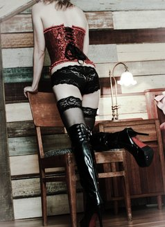 Goddess Xenia From Singapore - dominatrix in Barcelona Photo 4 of 10
