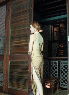 Goddess Xenia From Singapore - dominatrix in Barcelona Photo 5 of 10