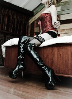 Goddess Xenia From Singapore - dominatrix in Brussels Photo 3 of 10